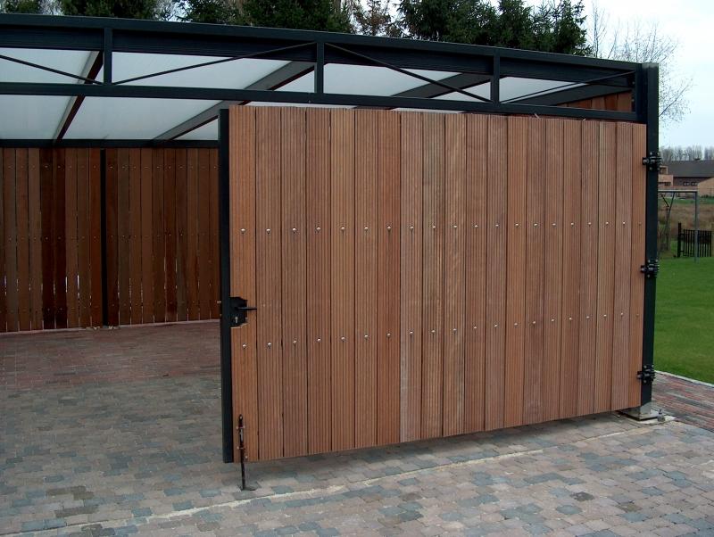 Carport met houten wand en deur prijs op aanvraag