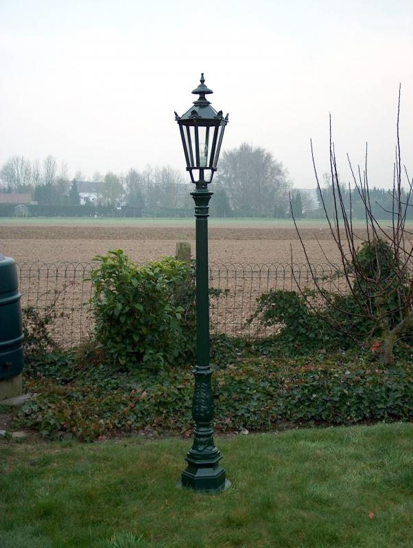 lantaarnpaal met enkele kop