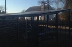 vrijstaande carport met zonnepanelen